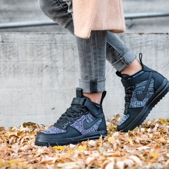 check out f2819 a20c2 NEW - Nike Women s Lunar Force 1 Flyknit Boot